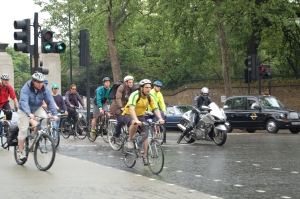 Cyclists at Hyde Park corner roundabout in London Photo credit: wikipedia